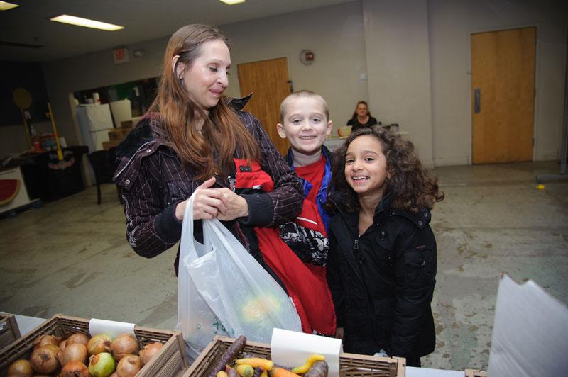 foodbankst learn education programs happy family - Education Programs